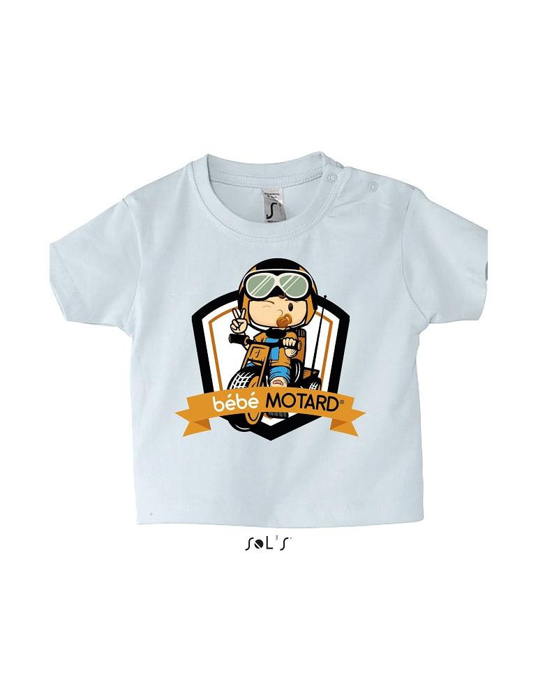Tee-shirt Bébé Motard Mosquitos - vue de face avec le motif Tricycle orange - couleur blanc