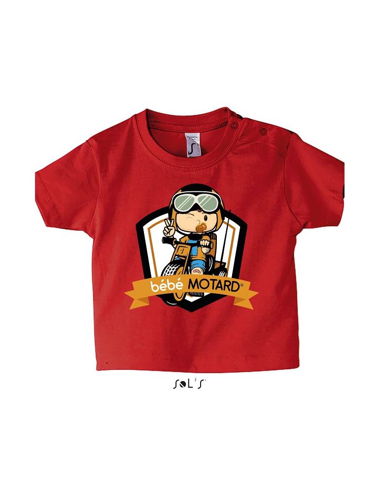 Tee-shirt Bébé Motard Mosquitos - vue de face avec le motif Tricycle jaune - couleur rouge