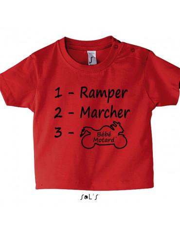 Tee-shirt Bébé Motard Mosquitos - vue de face avec le motif evolution d'un bébé motard - couleur rouge