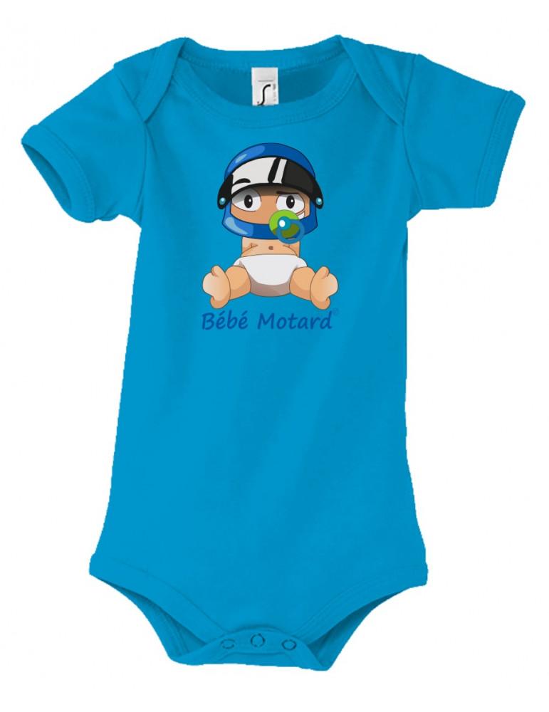 Body Bébé Motard - vue de face avec le Bébé Assis et son casque Casque Bleu - couleur bleu - Coton biologique - Organic Bambino